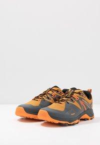 Merrell - MQM FLEX 2 GTX - Obuwie hikingowe - orange - 2