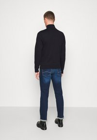 GANT - THE ORIGINAL FULL ZIP - Huvtröja med dragkedja - black - 2