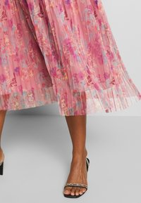 Anaya with love Maternity - PLEATED COLD SHOULDER MIDI DRESS WITH TIE BELT - Denní šaty - pink - 4