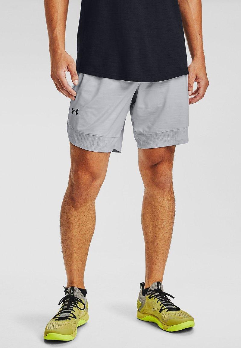 Under Armour - TRAIN STRETCH PRINT  - Sports shorts - halo gray