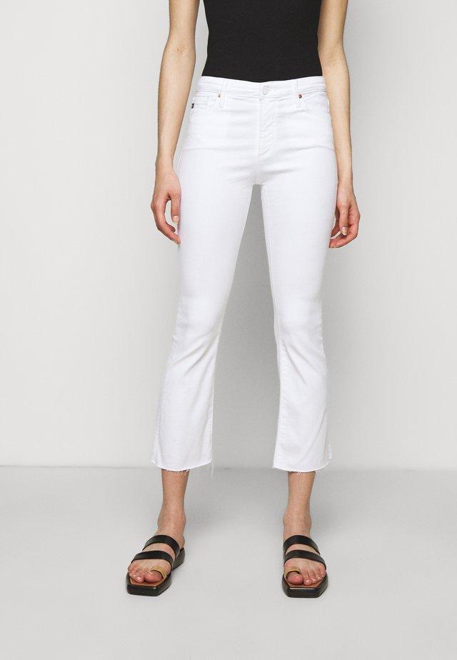 JODI CROP - Jeans a zampa - white