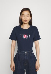 Tommy Jeans - REGULAR TIMELESS BOX TEE - T-shirt con stampa - twilight navy - 0