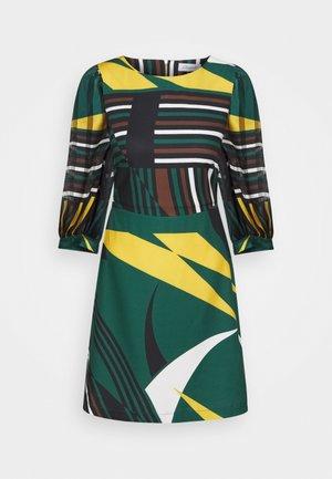 CLOSET SHORT PUFF SLEEVE DRESS - Freizeitkleid - green