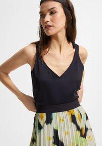 comma - Pleated skirt - blue - 2