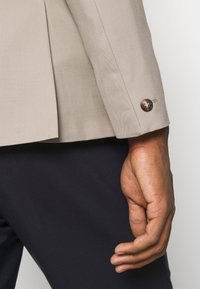 Isaac Dewhirst - UNISEX - Blazer jacket - beige - 4