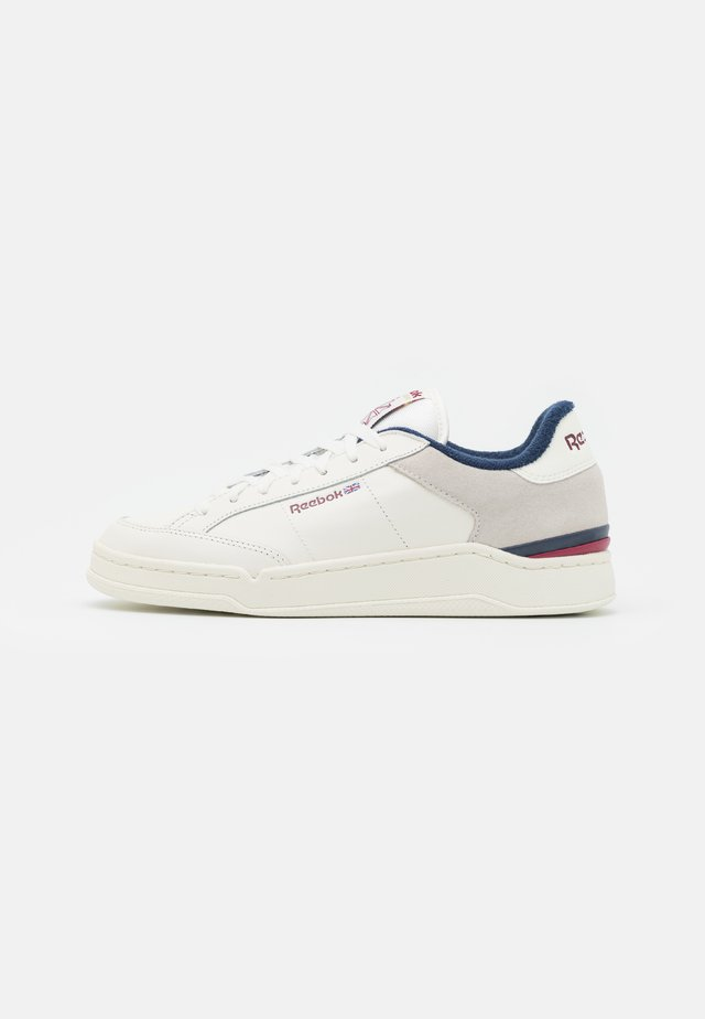 AD COURT - Sneakers laag - chalk/classic burgundy/vector navy
