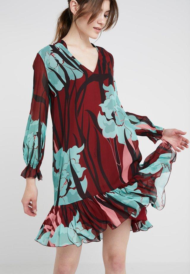 VESTITO - Denní šaty - bordeaux