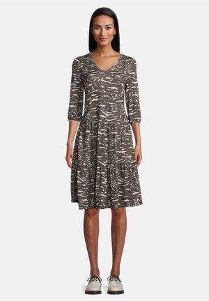 MIT STUFEN - Jersey dress - khaki/white