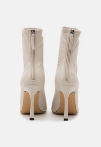 Missguided - SQUARE MID STIELLETOE BOOTS - High heeled ankle boots - cream - 3