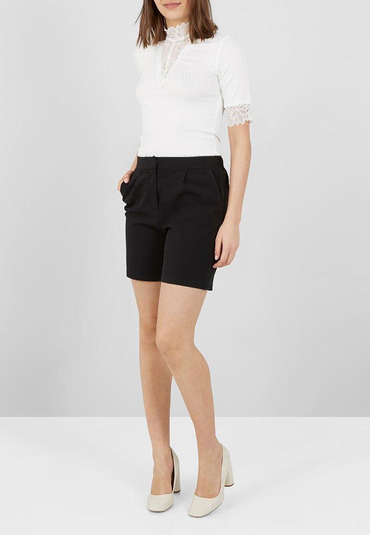 YAS - Shorts - black