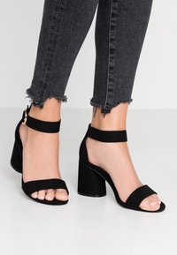 Miss Selfridge Wide Fit - WIDE FIT BLOCK HEEL BARELY THERE - Sandals - black - 0