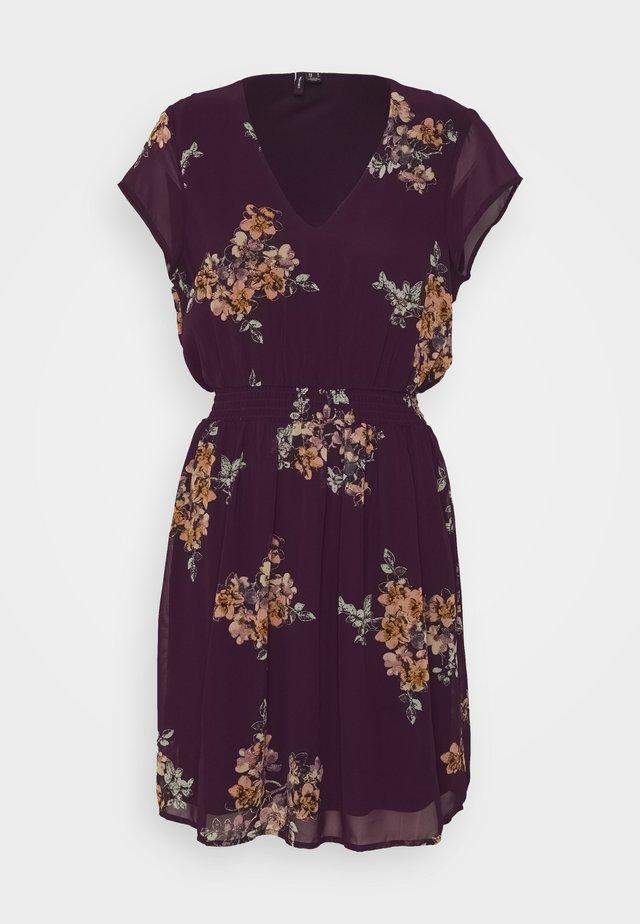 VMALLIE CAPSLEEVE DRESS - Robe d'été - winetasting