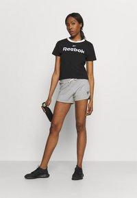 Reebok - LINEAR LOGO TEE - Print T-shirt - black - 1
