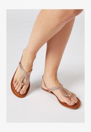 ROSE GOLD REGULAR/WIDE FIT FOREVER COMFORT® DOUBLE PLAIT TOE TH - Sandalias de dedo - metallic grey