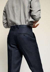 Mango - FLORIDA - Pantaloni eleganti - dunkles marineblau - 5