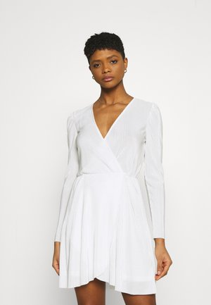 ALL I NEED PLEAT DRESS - Vestido de cóctel - white