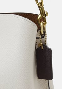 Coach - COLORBLOCK WILLOW SHOULDER BAG - Handbag - chalk multi - 5