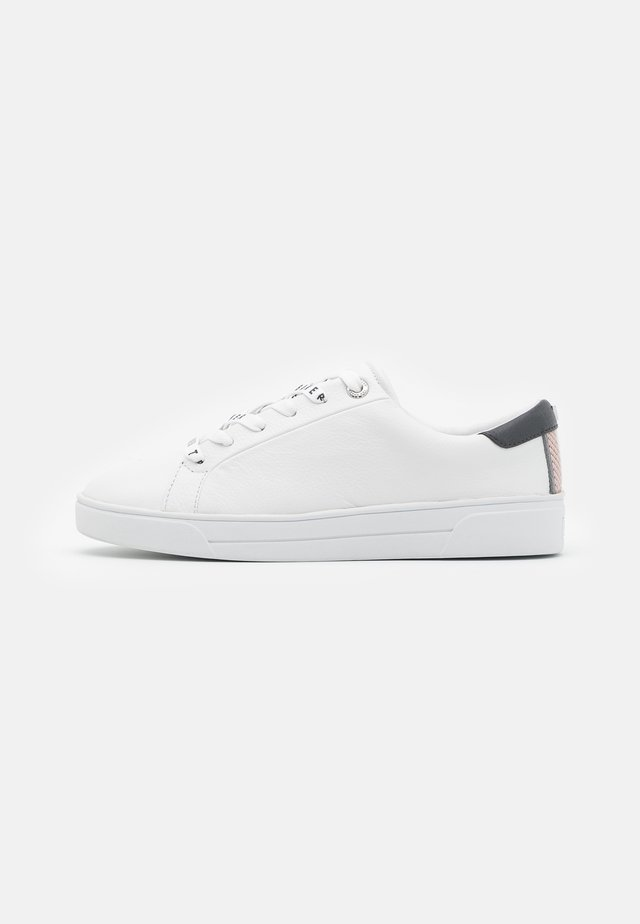 MERATA - Baskets basses - white/grey