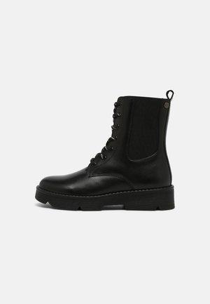 NESSET - Snørestøvletter - black