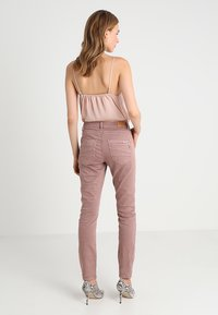 Cream - LOTTE COCO - Slim fit jeans - old rose - 2