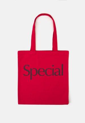 SPECIAL TOTE BAG UNISEX - Velká kabelka - red