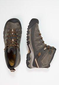 Keen - TARGHEE III MID WP - Hikingsko - black olive/golden brown - 1