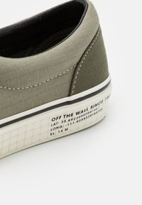 Vans - ERA UNISEX - Trainers - vetiver/grape leaf - 5