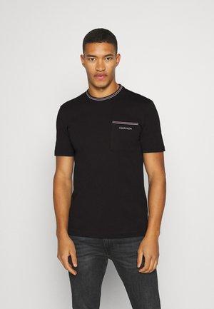 RINGER POCKET - Print T-shirt - black