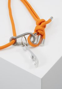 Urban Classics - PHONE NECKLACE WITH ADDITIONALS / I PHONE 6/7/8 - Obal na telefon - transparent/ orange - 2