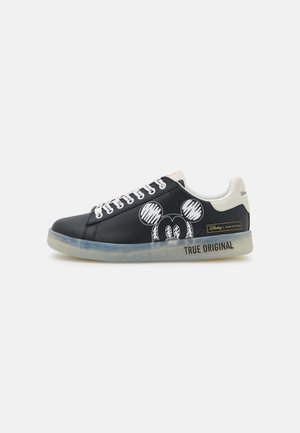 GALLERY MICKEY MOUSE PRINT - Sneakers laag - black