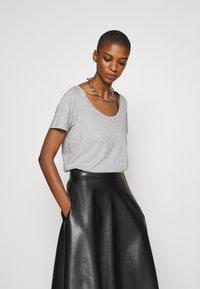 Anna Field - Basic T-shirt - mottled grey - 3