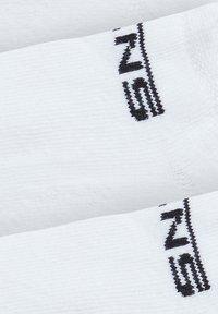 Vans - BY CLASSIC KICK BOYS (1-6, 3PK) - Socks - white - 1