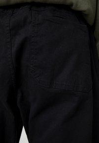 PULL&BEAR - Tygbyxor - metallic black - 5