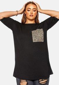 Yours Clothing - Print T-shirt - black - 0