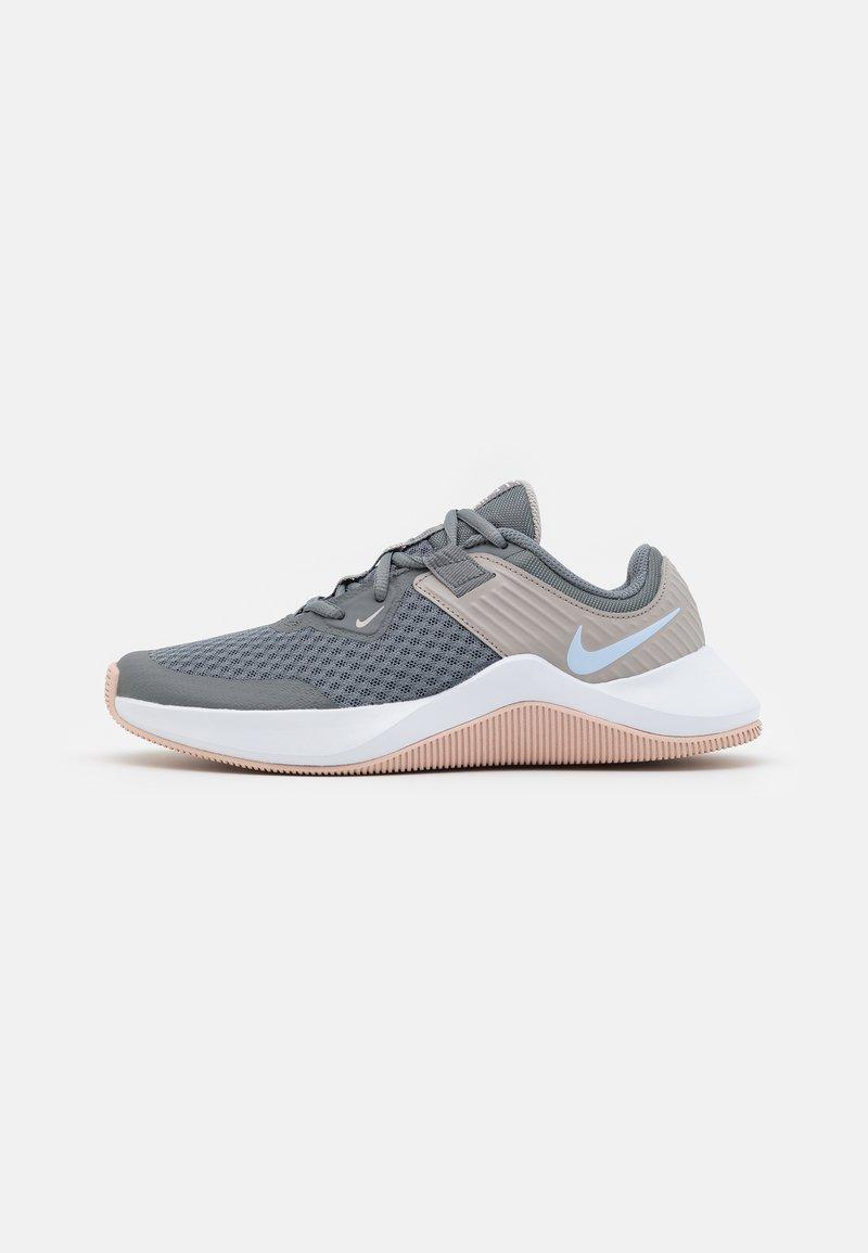 Nike Performance - MC TRAINER - Sportschoenen - smoke grey/hydrogen blue/pink oxford/college grey/white/pale coral