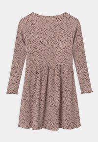 Name it - Pletené šaty - adobe rose - 1