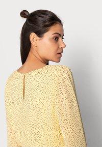 Moss Copenhagen - LINOA RIKKELIE DRESS - Day dress - banana - 4