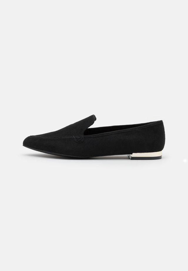 KENDDRA - Nazouvací boty - black