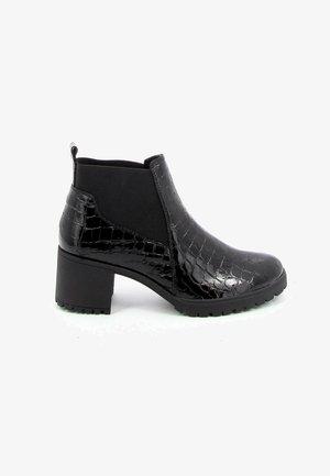 HOLLY - Korte laarzen - black