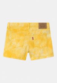 Levi's® - TIE DYE SHORTY  - Jeansshort - golden haze - 1