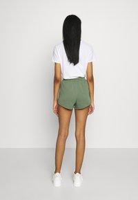 Topshop - 90S RUNNER - Shorts - khaki - 2