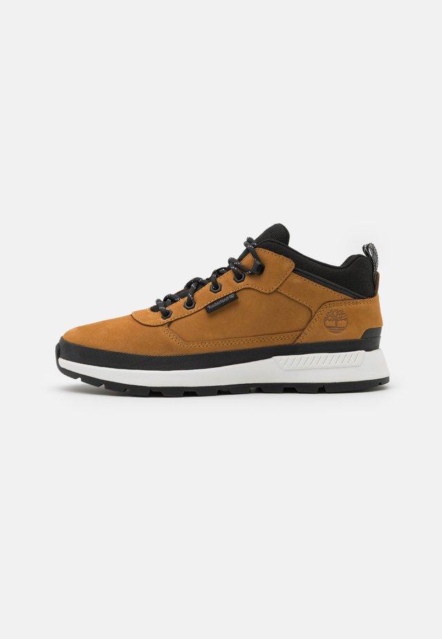 FIELD TREKKER - Sneaker high - wheat