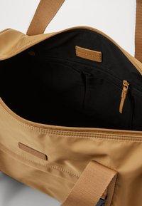 Marc O'Polo - WEEKENDER - Weekend bag - soaked sand - 2