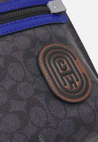 Coach - ACADEMY POUCH IN SIGNATURE FEATURING PATCH - Across body bag - black - 4