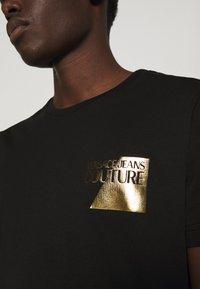 Versace Jeans Couture - FOIL - Print T-shirt - black - 4