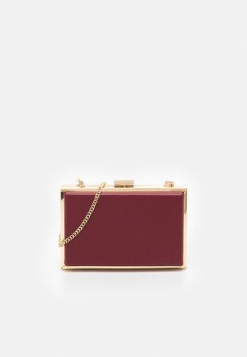 JANE FRAME BOX - Clutch - berry