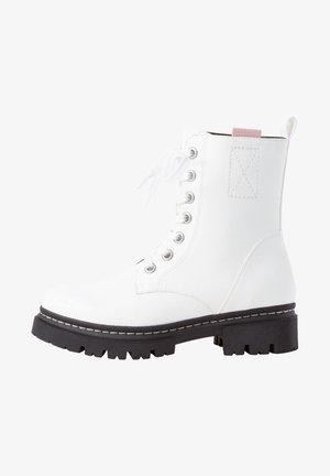 Platform ankle boots - white comb