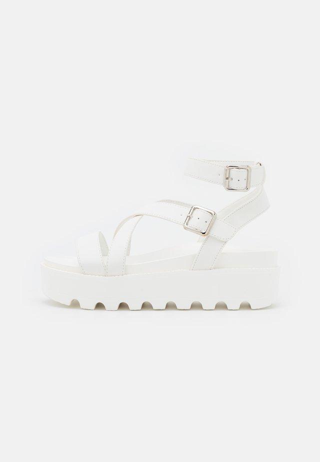 VEGAN CERES GLADIATOR  - Sandalen met plateauzool - white