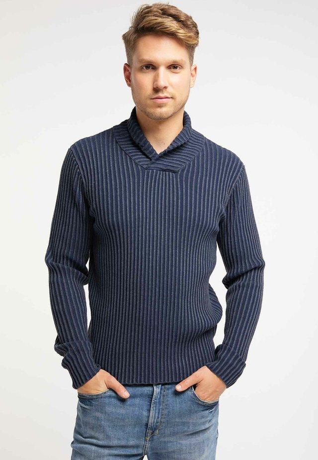 Stickad tröja - marine