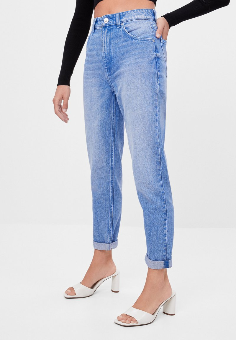 Bershka - MIT UMSCHLAG  - Jeans baggy - light blue